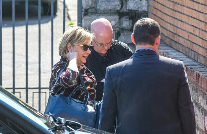 Como Stazione San Giovanni, Hillary Clinton prende il treno per Venezia