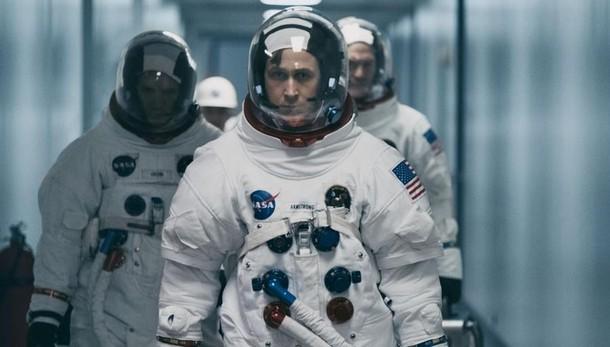 """""""First man"""" in piazza:  Gosling va sulla Luna"""