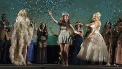 Il festival del burlesque dilaga in città  Ironia e bellezza, ma anche tanta musica