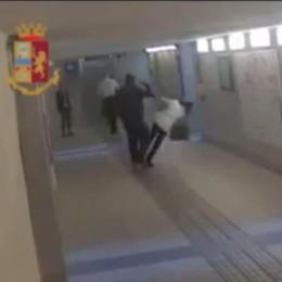 L'aggressore finisce in carcere  «La mamma non riesce a gestirlo»