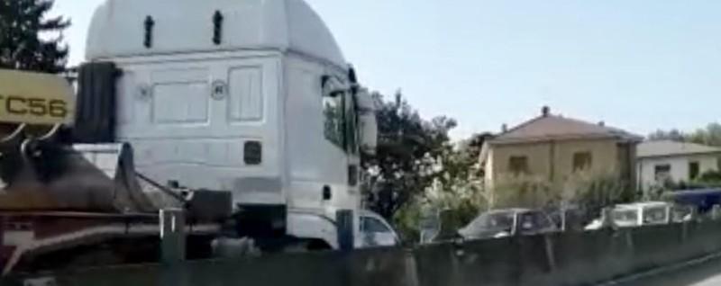 Merone, camion contromano Terrore sulla Valassina GUARDA IL VIDEO - La Provincia di Lecco