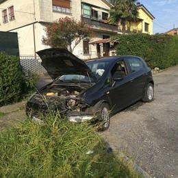 Esce di strada con l'auto per un malore  Anziano morto a Casatenovo