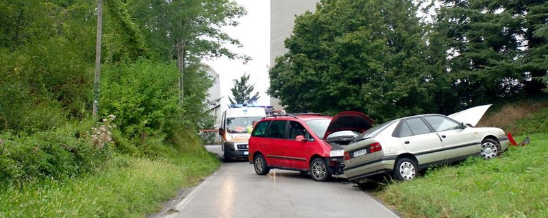 Merone, scontro tra due auto - La Provincia di Lecco