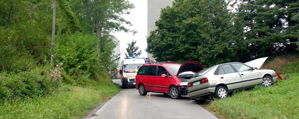 Merone, scontro tra due auto