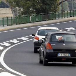 Malgrate Porto: i posteggi diventano gialli   I posti auto alla rotonda fanno discutere