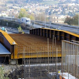 Civate, per il nuovo ponte   un mese di ritardo