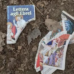 """Razzisti e pure ignoranti Strappata la """"Lettera agli Ebrei"""""""