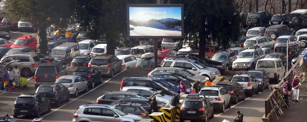 """A Bobbio è corsa ai parcheggi garantiti  """"Bruciati"""" quelli del primo weekend"""