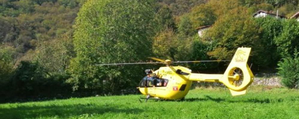 Valmadrera, malore in gita  Soccorso dall'elicottero
