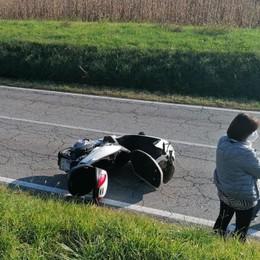 Doppio scontro fra auto e moto  I feriti in ospedale: non sono gravi