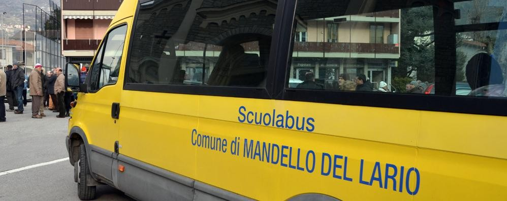 Mandello, denuncia della consigliera  «Bambini in tre sui sedili dello scuolabus»