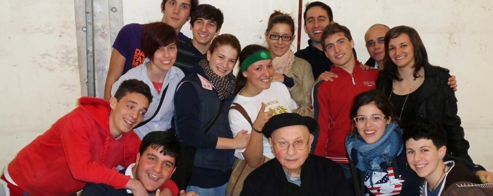 L'addio a don Luigi  Il prete che sapeva  parlare con i giovani