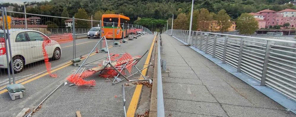 Lecco. Ponte Kennedy  Lunedì 19 il cantiere è rimasto chiuso