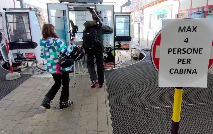 Il Covid fa tremare la stagione dello sci  «Quattro per cabina? Così non apriamo»