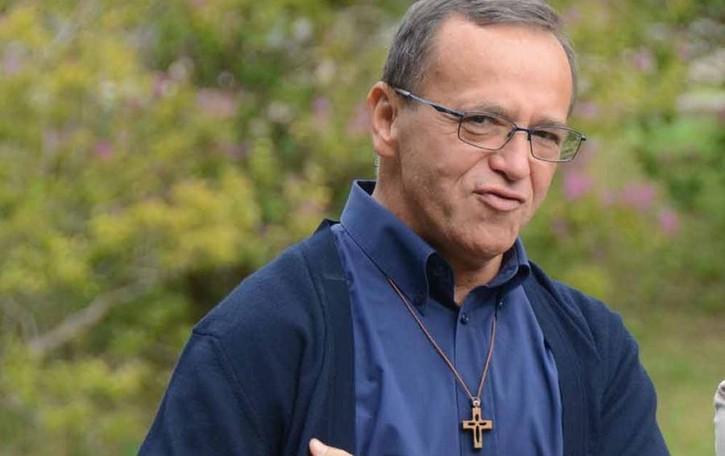 Valmadrera, il parroco  in isolamento: «sto bene»
