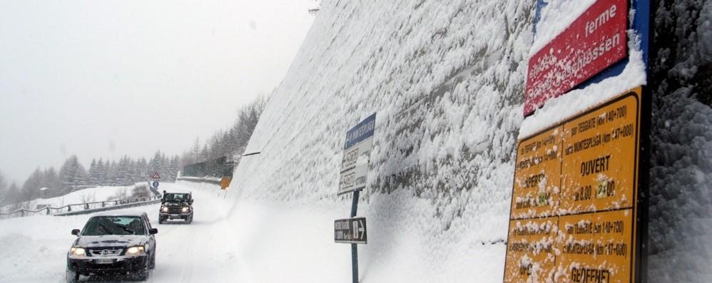 Neve abbondante in quota:  chiusi lo Spluga e lo Stelvio
