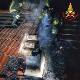 Barzio, per l'incendio  tre equipaggi all'opera