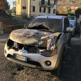 Il piromane di Airuno colpisce ancora  Sesta auto bruciata in meno di un mese