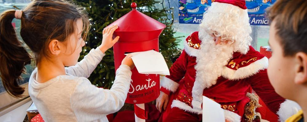 """«Gesù Bambino nascerà prima»  Lombardia """"rossa"""" fino al 3 dicembre"""