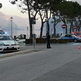 """Oliveto, qui non passa lo """"straniero""""  Quattro vigili e un drone sulla Lariana"""