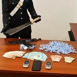 Cocaina, hashish e machete  Arrestato a Garbagnate
