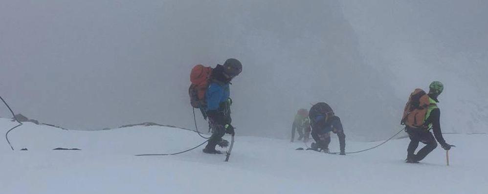 Alpinisti travolti da slavina in Grignetta  Il recupero fino a tarda notte