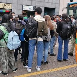 Il piano per il rientro a scuola  Due fasce d'ingresso, più bus