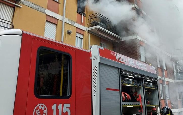 Incendio a Malgrate  Grave una donna  Decine fuori casa