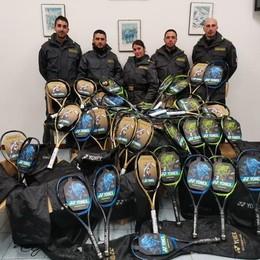 Nel bagagliaio 86 racchette da tennis  Denunciato a Valsolda per contrabbando