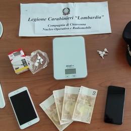 Spaccio di droga  Preso dai carabinieri  è finito in manette