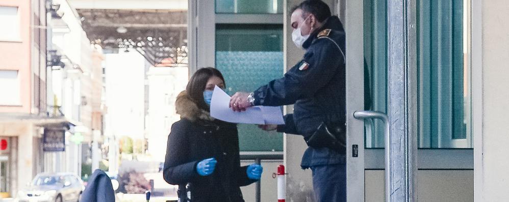 Emergenza coronavirus  Frontalieri, denuncia dei sindaci  «Non possono tornare a casa»