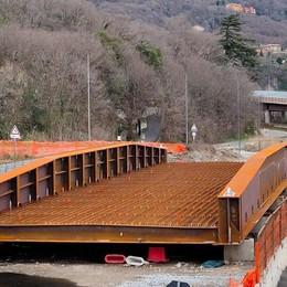 Civate, le maxi gru non sono disponibili  «Slitta di sette giorni la posa del ponte»