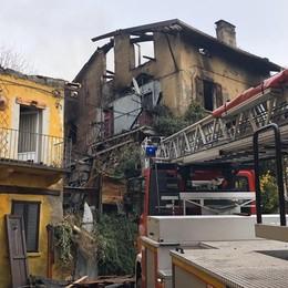 Grosso incendio all'alba a Missaglia  Danni e due famiglie evacuate
