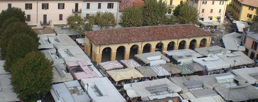 Erba, ambulanti contro il Comune  «Il mercato resti in centro»