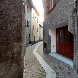 «Mi hanno rapinata in centro a Ballabio»  Tutto falso, denunciata dai carabinieri