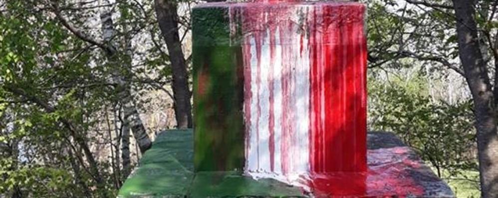 Vandali a Bellano contro  i Caduti  Il tricolore usato come scherno