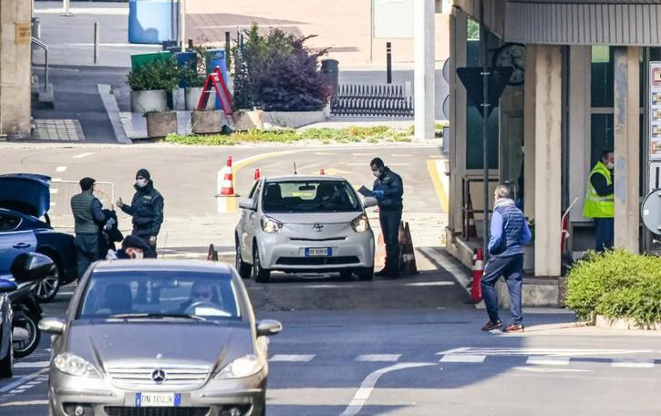 """Coronavirus in Ticino  Sempre più contagi: 2.442  Boom del """"lavoro ridotto"""""""