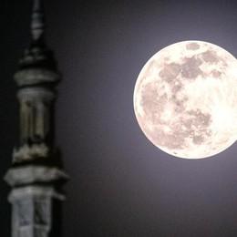Le foto della superluna  È la più bella dell'anno
