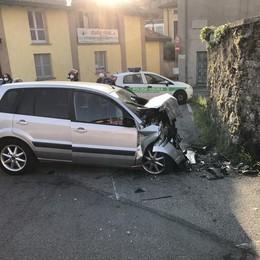 Santa Maria Hoè, con l'auto contro il muro  Muore a 45 anni, non si esclude un malore