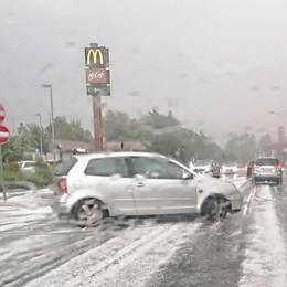 Una super grandinata nel Lecchese  Strade bianche, come se fosse neve