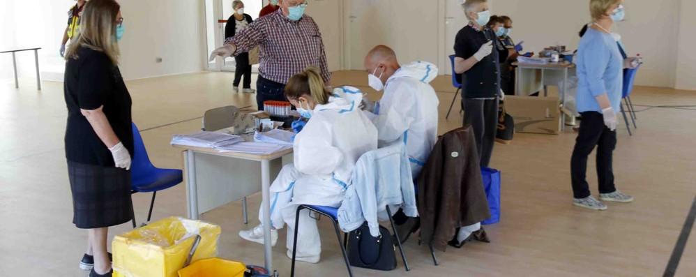 Suello, test  choc: contagiato   un anziano su tre
