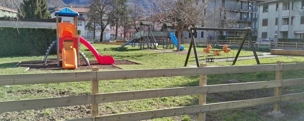 Valmadrera,  giochi nei parchi     vietati  «Impossibile il rispetto delle regole»
