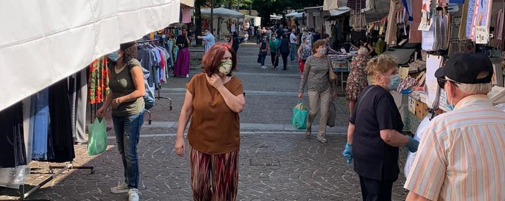"""Mercato in centro a Merate  Il """"ritorno a casa"""" piace alla clientela"""