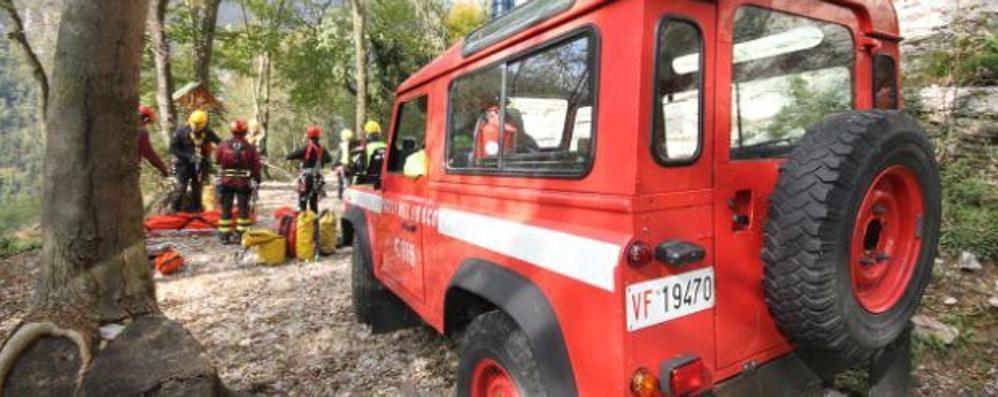 Moggio, donna cade nel torrente  Salvata dai Vigili del fuoco