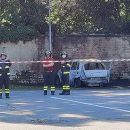 Con l'auto contro un muro  Muore carbonizzato a Osnago