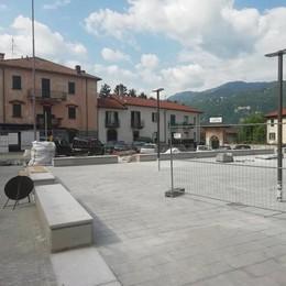Lierna, bar senza tavolini  «Dopo novant'anni via dalla piazza»