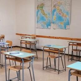 Scuola anche on line  E classi divise in gruppi