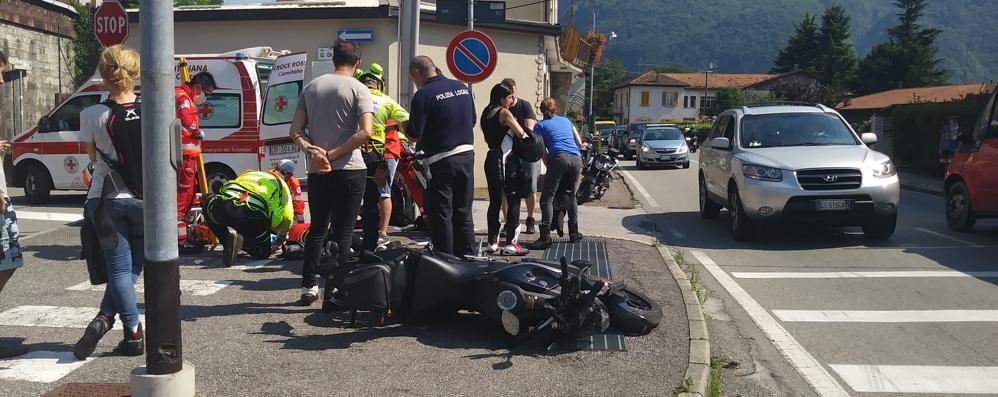 Auto contro moto ad Abbadia  La donna in sella finisce in ospedale