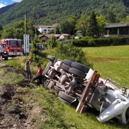 Taceno, si ribalta una betoniera  Disagi sulla Provinciale 67