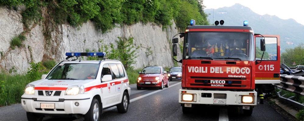 Auto fuori strada sulla Super  In coda da Cesana verso Lecco